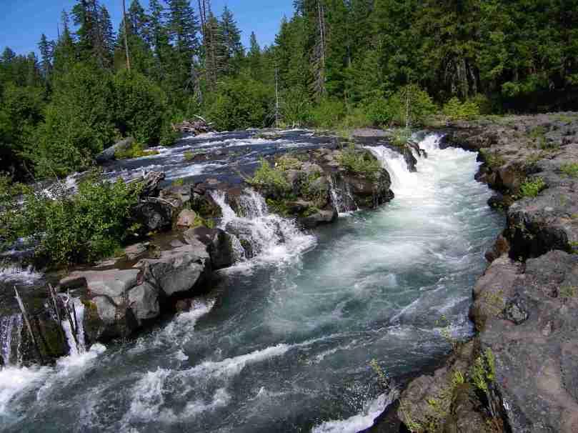 4245793-river